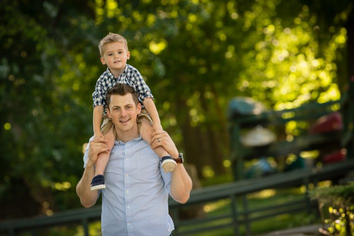 Father carrying son on his shoulder | Anne Lord Photography
