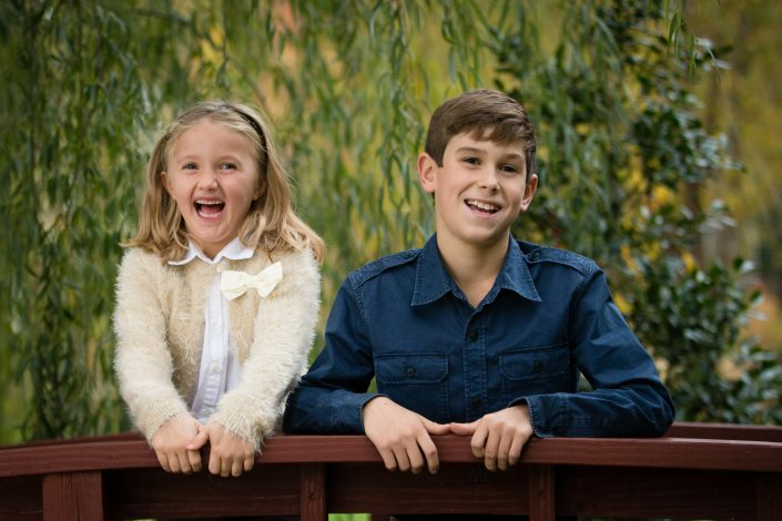 Two kids wearing big smile | Anne Lord Photography